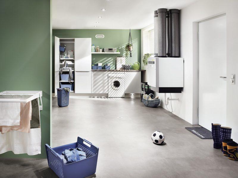 Fotografie Foto Hauswirtschaftsraum Heizung Waschmaschine Waesche Tuer Matte