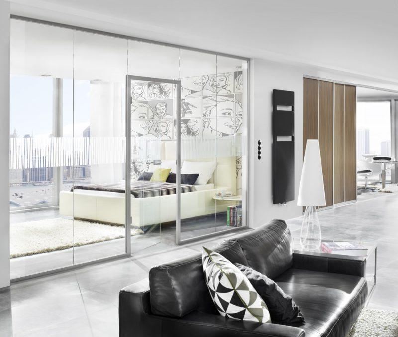 Fotografie Foto Interieur Wohnraum Schlafzimmer Sofa Glastuer Fenster Heizkoerper Lampe Boden Modern Teppich Bett