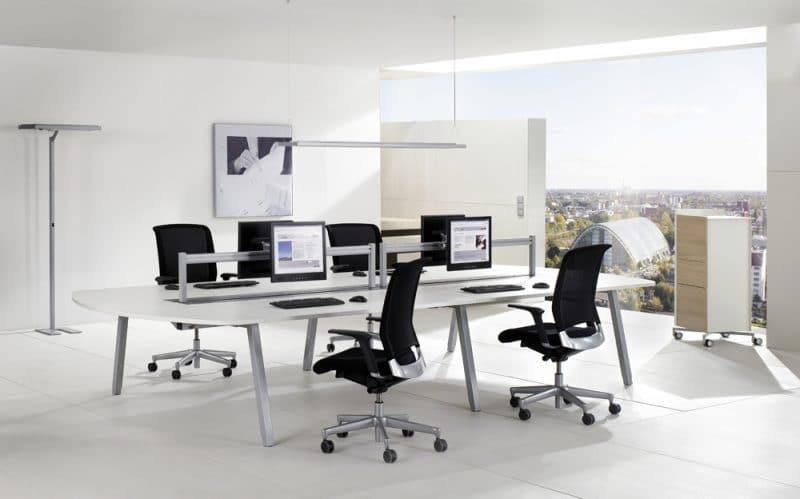 Studio3001 Fotografie Foto Interieur Büro öffentlich Objektbereich Schreibtische Bürostühle Große Fensterfront Fliesen