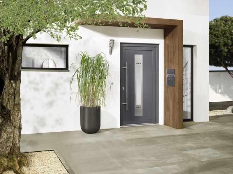 Studio3001 Fotografie Foto Interieur Exterieur Haustür Eingang Hauseingang Vordach Fliesen Briefkasten Fassade