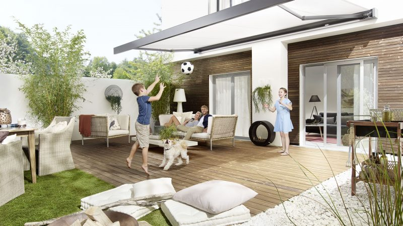 tudio3001 Fotografie Foto Interieur Terasse Garten Gartenmoebel Couch Holzmoebel Terassetuer Fenster Deko Holz