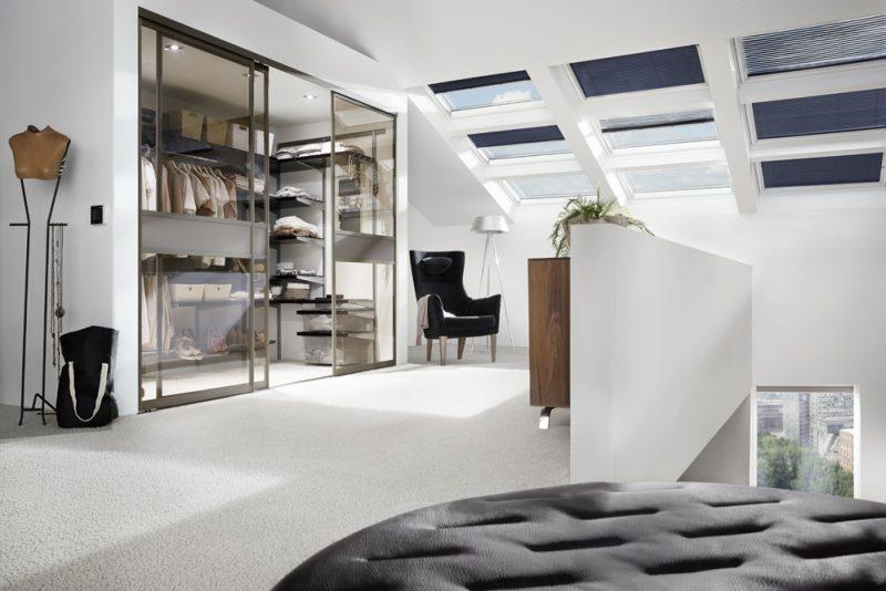 Studio3001 Fotografie Foto Interieur Wohnraum Treppe Kleidungen Dachfenster Jalousie Teppichboden
