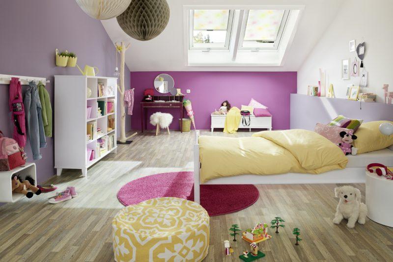 Studio3001 Fotografie Kinderzimmer Bett Boden Holz Sitzkissen Dachfenster Lampe Hocker Garderobe Spielzeug Teppich Bettdecke